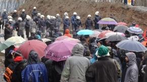 Συρματοπλέγματα και κάγκελα στις Σκουριές. Μάρτυρες της καταστροφής εκατοντάδες διαδηλωτές(βίντεο)