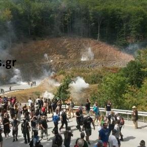 Δακρυγόνα εναντίον διαδηλωτών και προσαγωγές στην πορεία στον Κάκαβο ενάντια στην εξόρυξηχρυσού